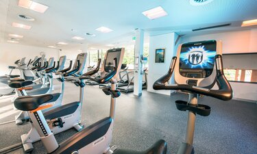 Cardio Fitness Geräte im Fitness Center | © Alpentherme Gastein